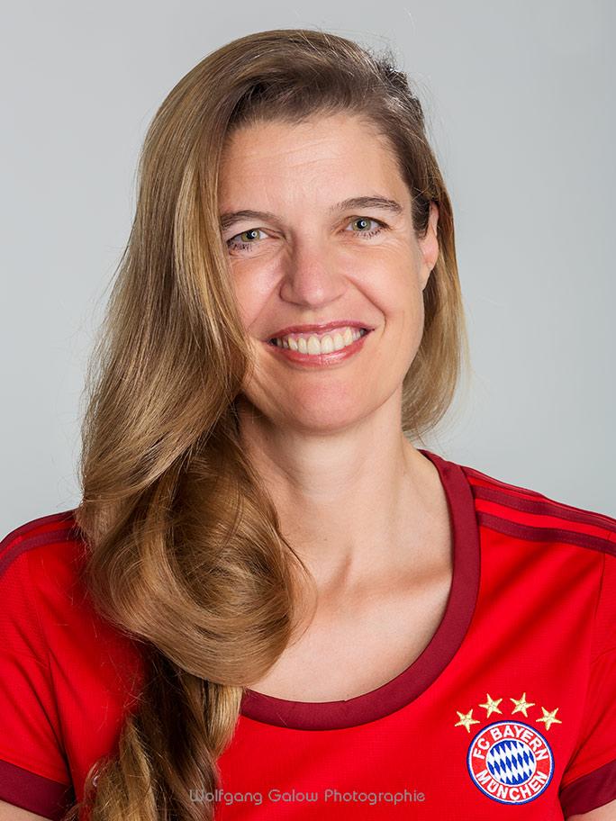 Portrait im Bayern-Dreß: Dr. Anita Stangl, Deutsche Meisterin im Schnellschach 2015