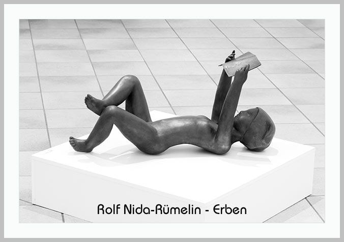 Bildtafel mit Skulptur von Ralf Nida-Rümelin und Hinweistext